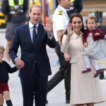 Kate waves with her right hand while William waves with his left (Image GETTY)