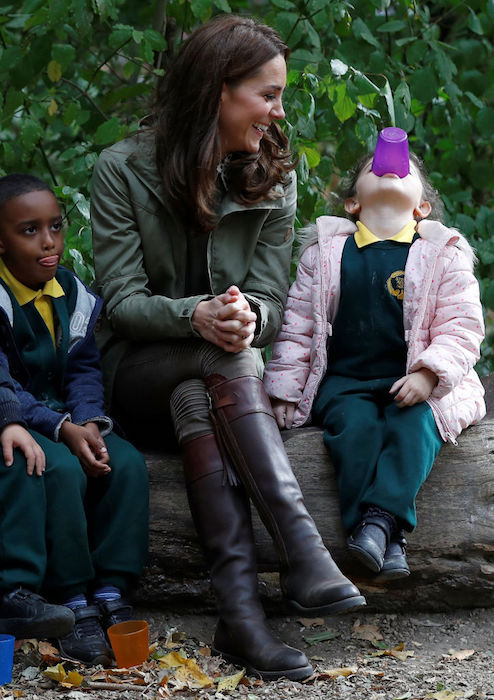 Duchess Kate's response to little girl who asks her why she is being photographed is too adorable Photo (C) GETTY