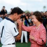 03 The heartwarming times the Queen has received a kiss from members of her family