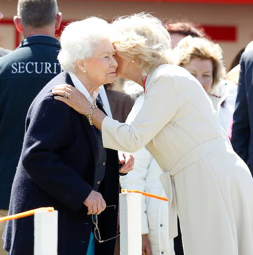 04 The heartwarming times the Queen has received a kiss from members of her family