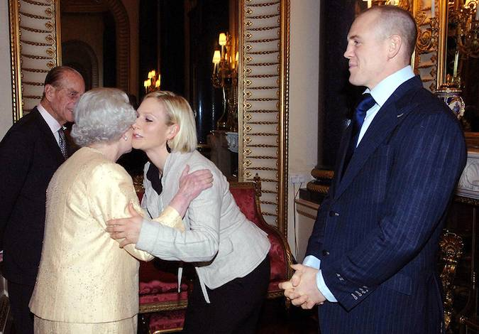 06 The heartwarming times the Queen has received a kiss from members of her family Photo C GETTY IMAGES
