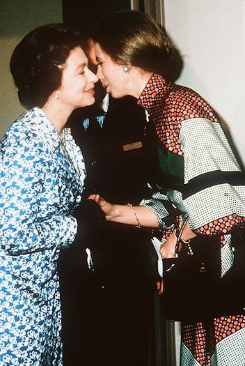 08 The heartwarming times the Queen has received a kiss from members of her family Photo C GETTY IMAGES