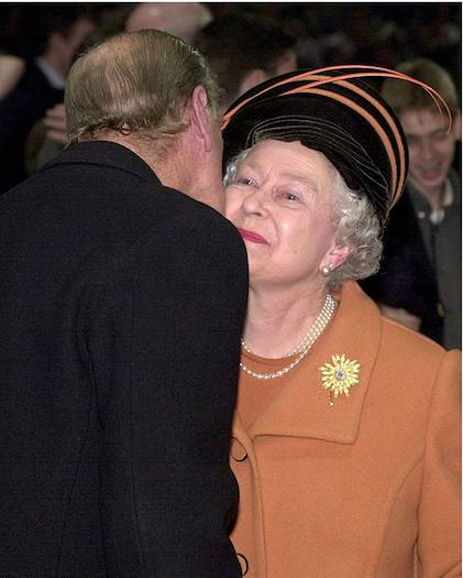 10 The heartwarming times the Queen has received a kiss from members of her family Photo C GETTY IMAGES