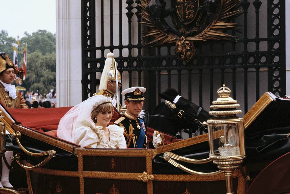 10 It wouldnt be a royal wedding without a carriage procession The couple smiled and waved to thousands of onlookers who lined the streets following the wedding Image Getty