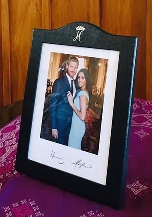 The much clearer image includes the newlyweds signatures Image Instagram @meghan harry of sussex