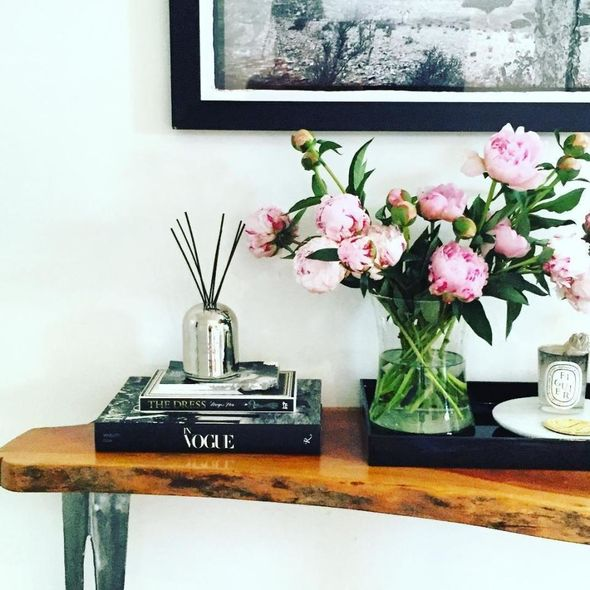Meghan used fresh roses to bring some life to her pad Image Instagram