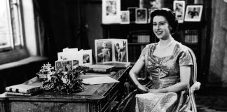 See one of the Queens first Christmas cards she was only three Photo C GETTY