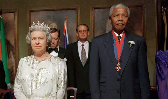 he Queen At A Banquet In Cape Town South Africa with Nelson Mandela Image GETTY
