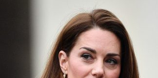 The_Duchess_of_Cambridge_arrives_at_Lavender_Primary_School_this m _