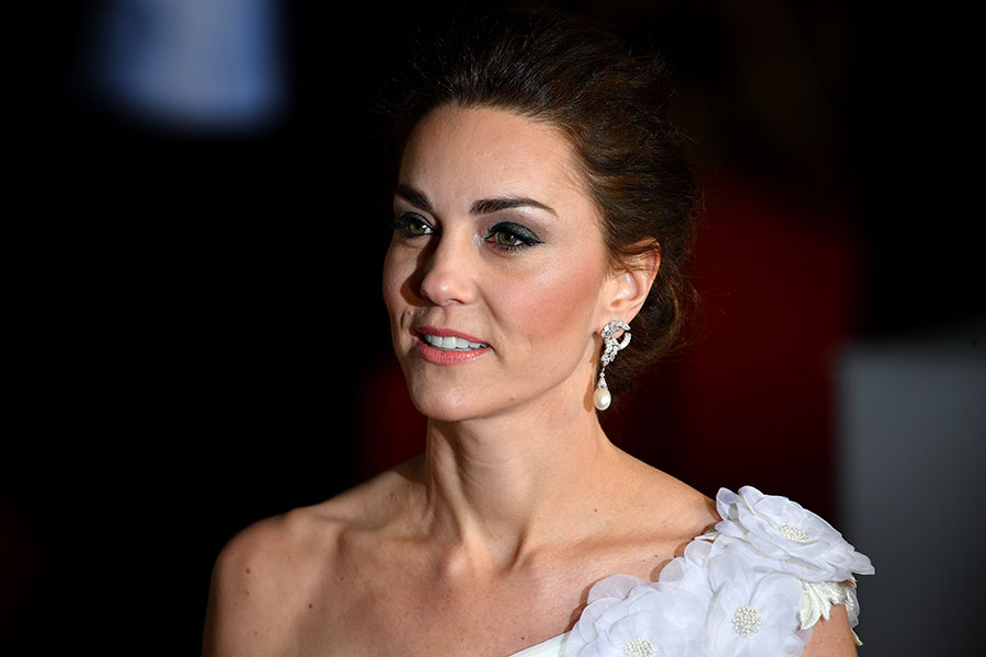 Kate had her hair styled up into an elegant chignon and opted for natural makeup accentuating her pretty eyes with a smoky look Photo C GETTY IMAGES