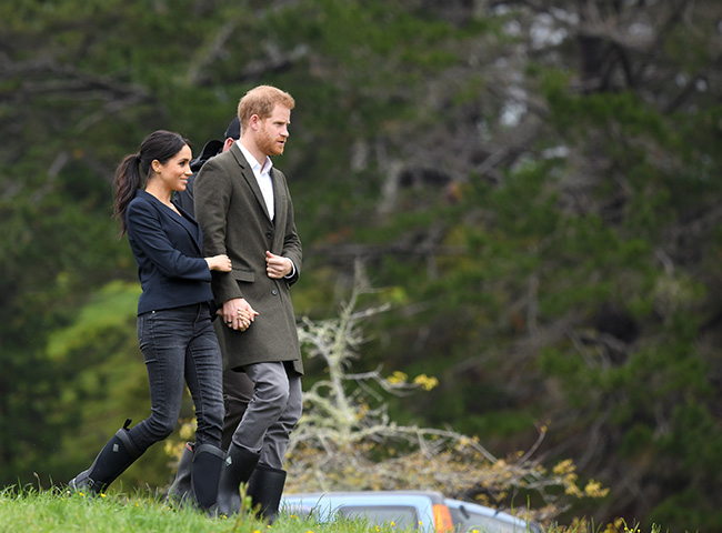 meghan markle holds prince harry tour z
