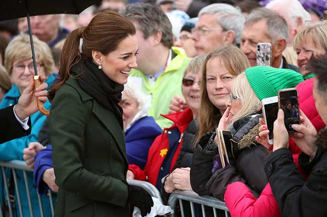 Duchess Kate politely refused to use an umbrella Photo C GETTY IMAGES