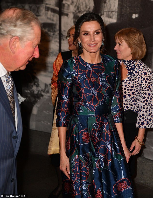 Greeting each other with a kiss the Spanish royal also matched her dress with emerald earrings