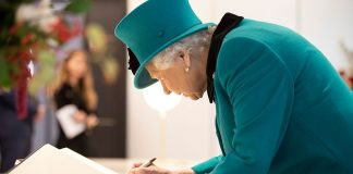 Heres why the Queen has two very different signatures Photo C GETTY IMAGES