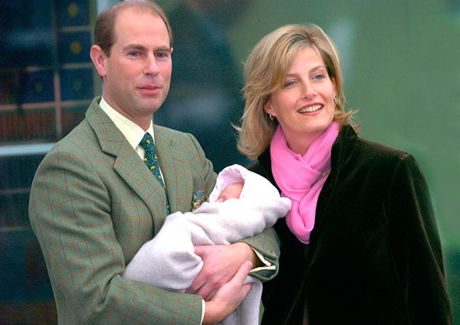 Edward and Sophie leave hospital with their two week old daughter Louise Photo C GETTY IMAGES