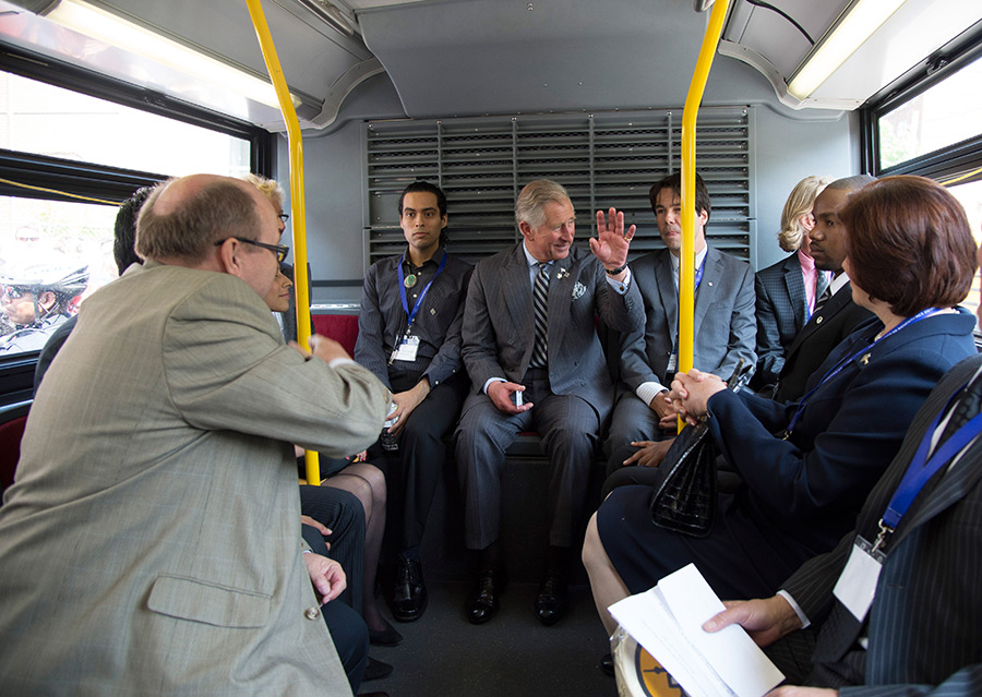 Prince Charles on a bus Photo C GETTY IMAGES