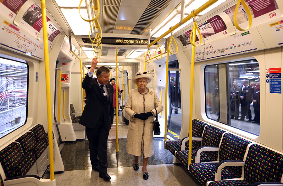 The Queen on the London Underground Photo C GETTY IMAGES