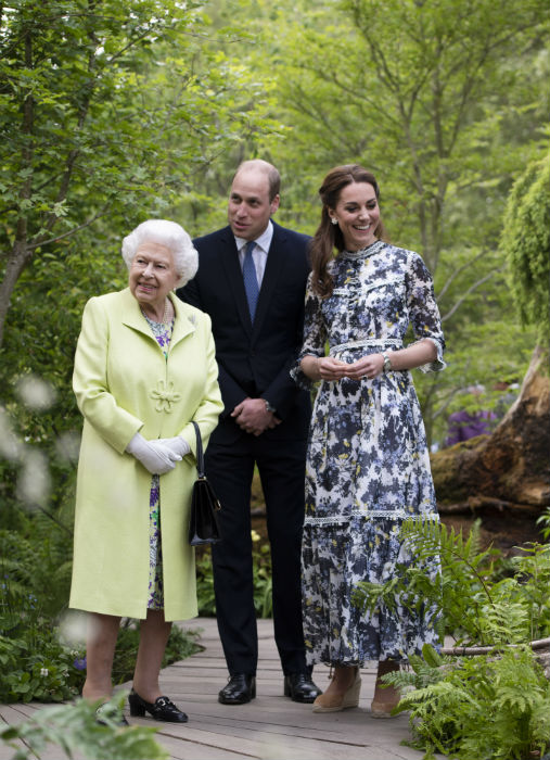 Kate Middleton supported by Prince William Countess of Wessex and the Queen at Chelsea Flower Show best pictures Photo C Getty Images
