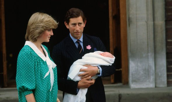 Prince Charles and Diana announce Prince Williams birth Image GETTY