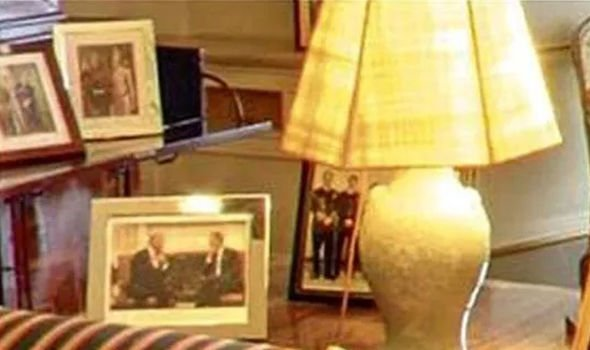 Prince Charless framed picture of himself and Obama in the Oval Office Image NC