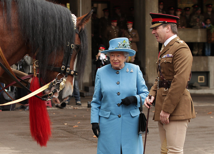 The Queen at the Household Cavalry Mounted Regiment Photo C GETTY IMAGES