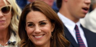 Kate Middleton takes sneaky photo with Andy Murray at Wimbledon – see it here Photo C Getty Images