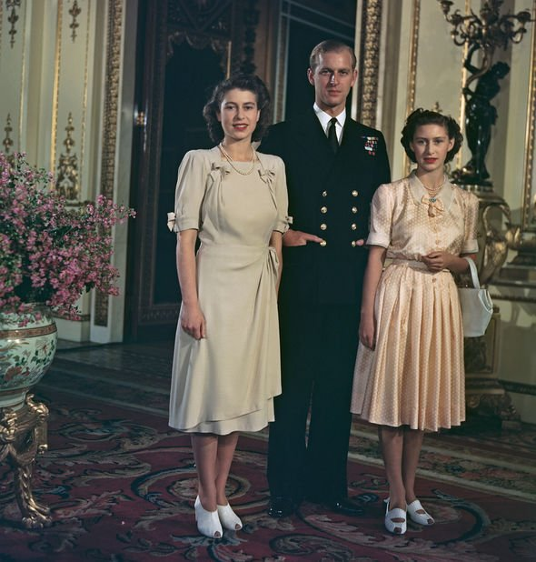 Princess Margaret is shorter than the Queen Image GETTY