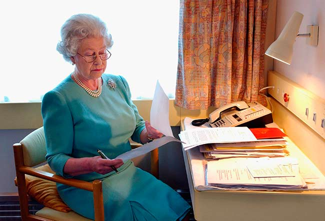 The Queen has an office on her royal train Photo C GETTY IMAGES