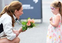 cropped Kate Middleton left seriously impressed by little girls dramatic bow Photo C GETTY IMAGES
