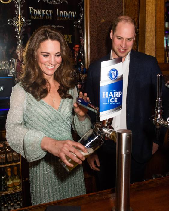 Prince William and Kate visiting a pub in February Photo C GETTY IMAGES