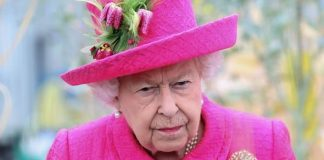 cropped The Queen told a friend last year her knees were playing up Image GETTY