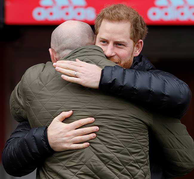 Gareth and Harry share a hug Photo C GETTY IMAGES