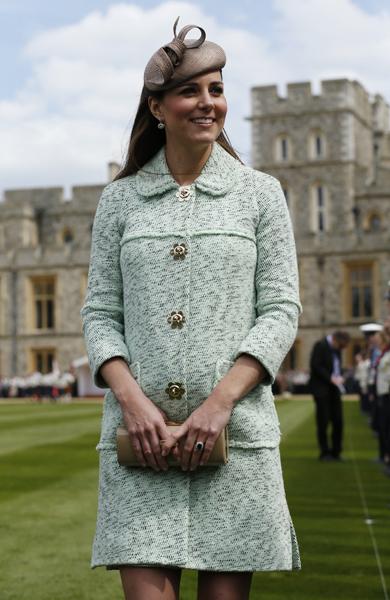 kate-middleton-pregnant-in-green-coat