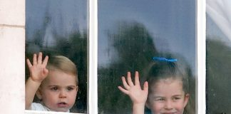 princess-charlotte-and-prince-louis-waving