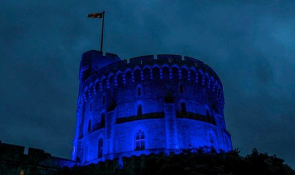 NHS clap: The Queen lit up Windsor Castle tower