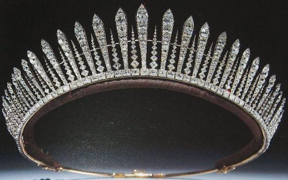 Princess Beatrice wedding: The Fringe tiara