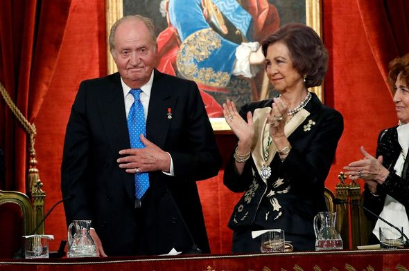 Queen Sofia clapping by Juan Carlos