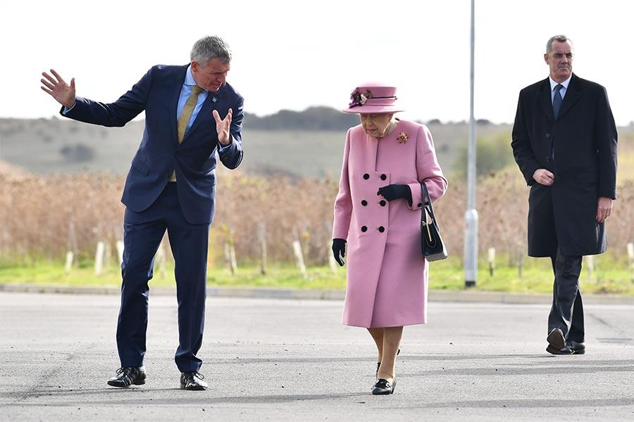 queen-arrival