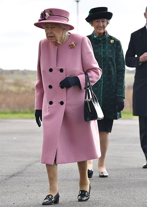 queen-pink-coat