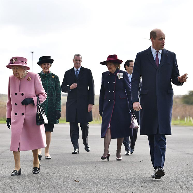 The Queen and Prince William go to incredible lengths for public reunion - best photos