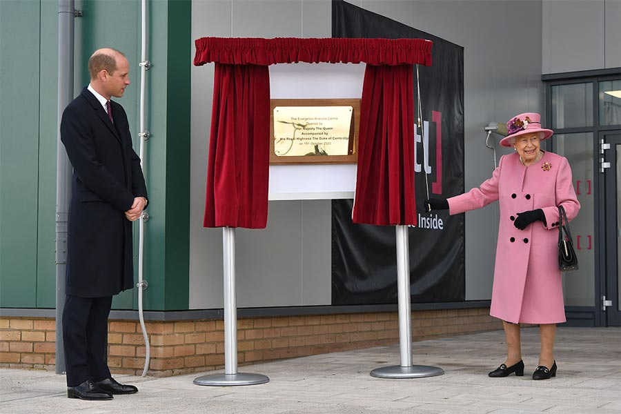 william-queen-unveil-plaque