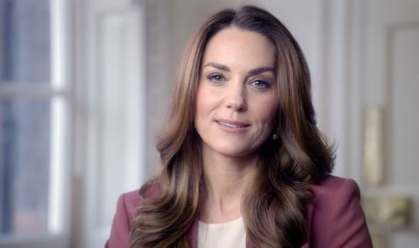 Kate stuck to her signature makeup look, with a brown smokey eye and strong eyebrows