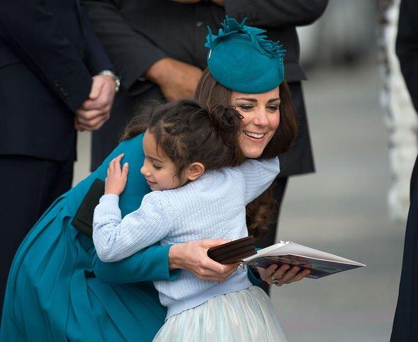 kate middleton hug duchess of cambridge travel hugging royal tour state visit