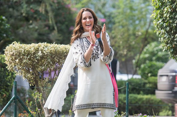 kate middleton travel duchess of cambridge espadrilles queen elizabeth fashion