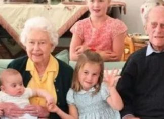 Princess Charlotte posed next to her great-grandparents
