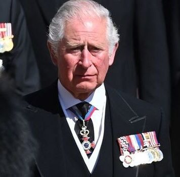 Prince Charles urged to put aside feud and call Archie
