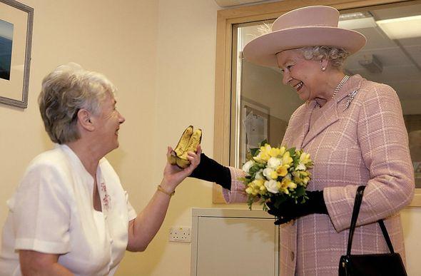 Queen Elizabeth II receives bananas