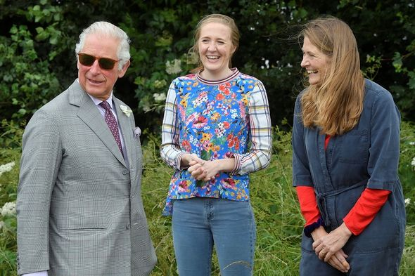 Prince Charles with beekeepers Tanya and Esme Hawkes(Image: Getty Images)