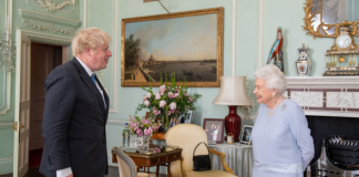 Queen's subtle handbag signal as she is given privacy with Prime Minister(Image: Getty)