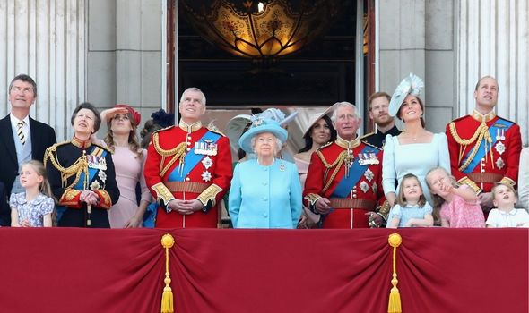 Picture of the royal family on the balcony at Buckingham Palace